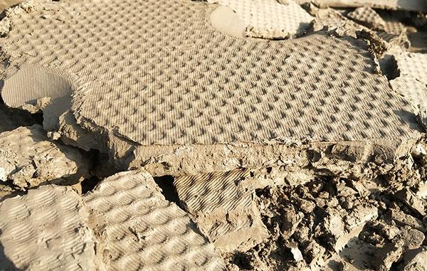 淤泥固化后干土块