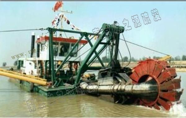 斗轮船清淤