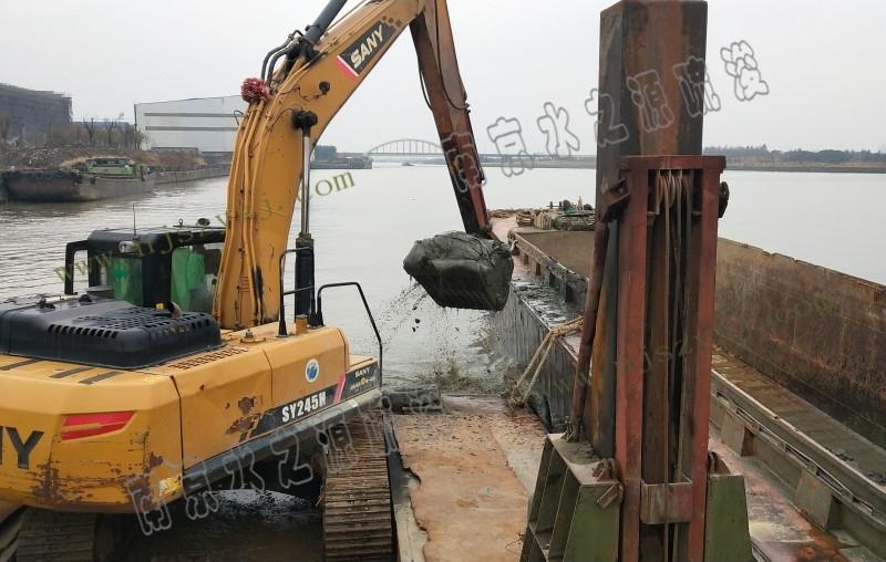 铲斗船清淤